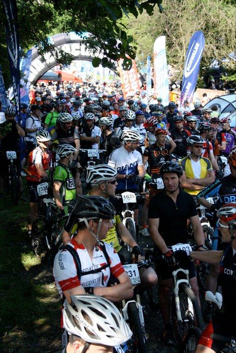 The riders cram the start line for the 2011 Marshbrook CRC Marathon